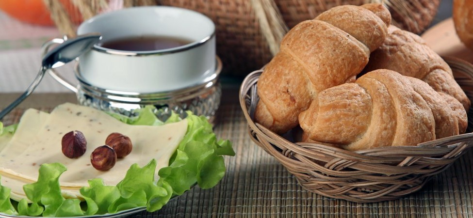 http://static2.businessinsider.com/image/51915b2969bedd7d3a000006-1200/portugal-a-standard-breakfast-includes-stuffed-croissants-or-bread-with-jam-or-cheese-eaten-with-coffee.jpg