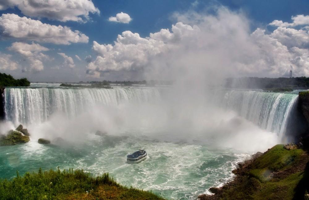 http://ravenworld.com/wp-content/uploads/2013/08/niagara-falls.jpg