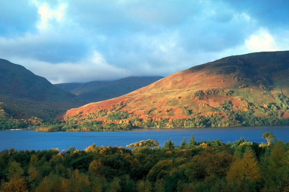 http://candidtraveller.files.wordpress.com/2012/08/loch-lomond.jpg