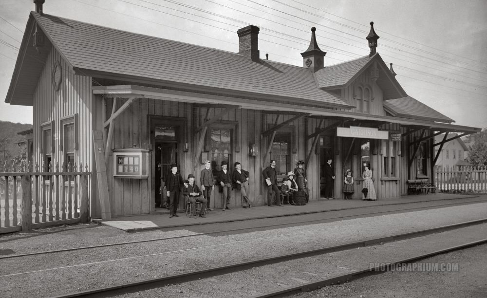 http://www.photographium.com/sites/default/files/hudson_river_railroad_station._garrison_new_york_state._1880-1899.jpg